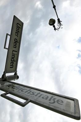 which way, friedrichstr, Unter den Linden